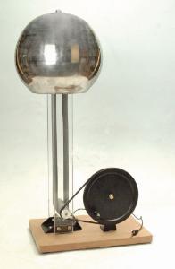 Hand-Cranked Van de Graaff Generator